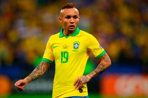 Gunners Eye Up Move For Brazil Ace Everton Soares Belfasttelegraph Co Uk